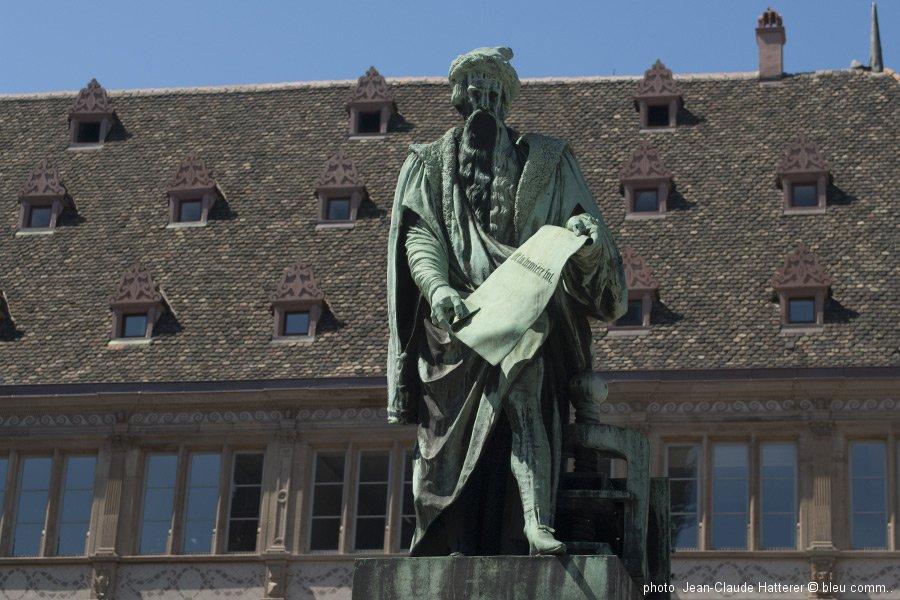 STRASBOURG Place Gutenberg ©bleu comm...